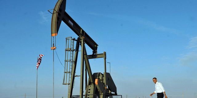 Нефть снижается, но