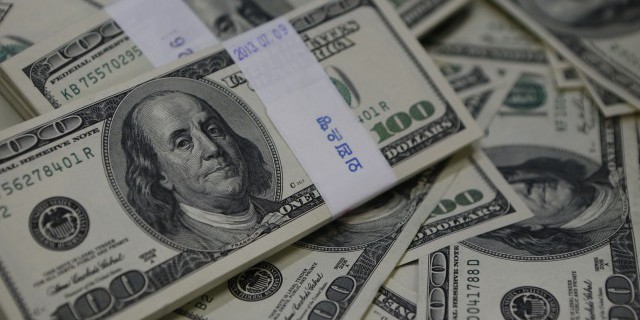 Доллар упал ниже 59 руб.