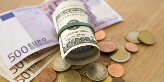 Доллар упал ниже 58 руб.