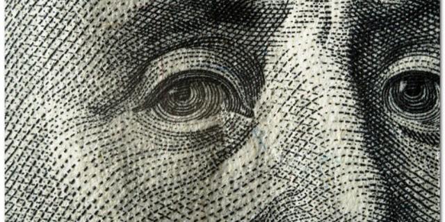 Доллар упал до минимума