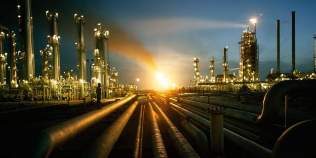 Нефть начала неделю со
