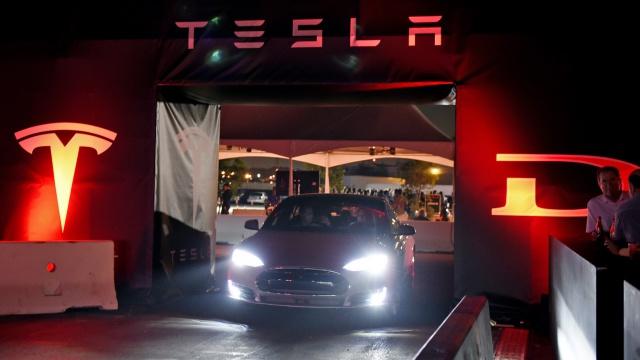 Tesla Motors представит