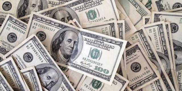 Доллар впервые с декабря