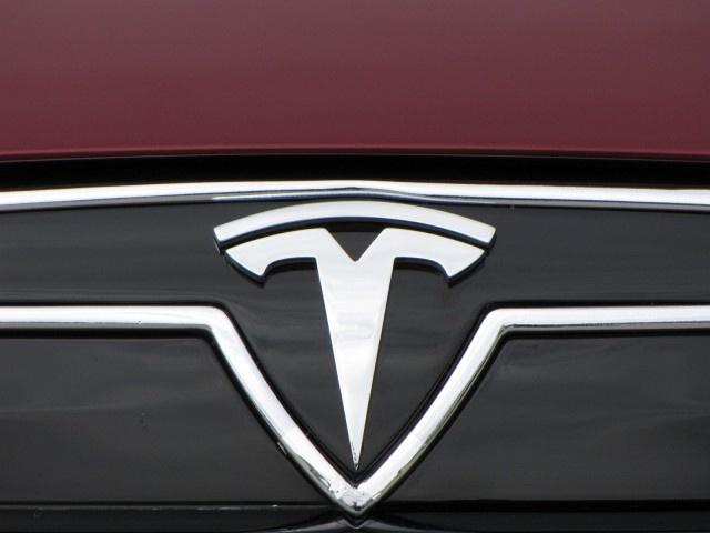 Tesla Motors обновила