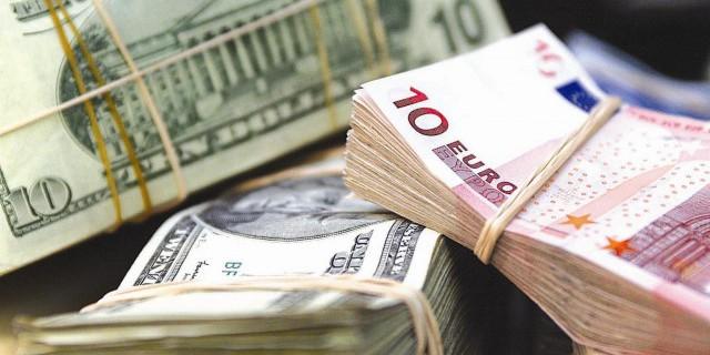 Доллар и евро немного