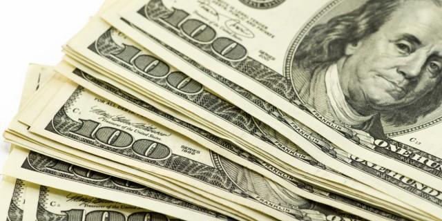 Доллар укрепился на