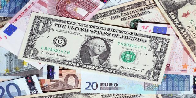Доллар укрепился в