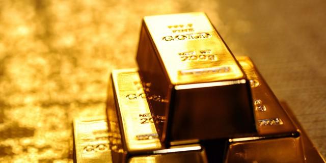 Золото продолжает