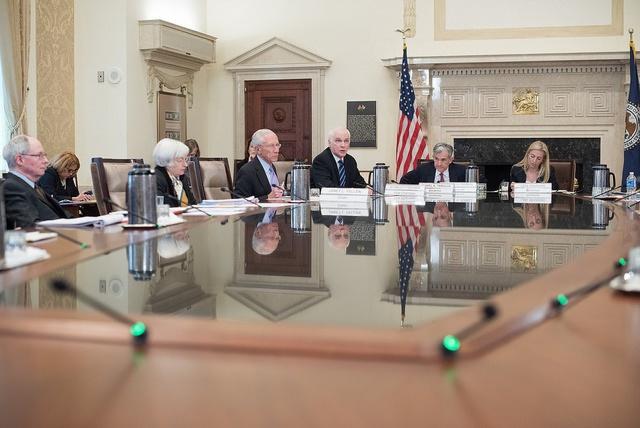 ФРС продолжает держать