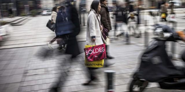 Продажи в еврозоне упали