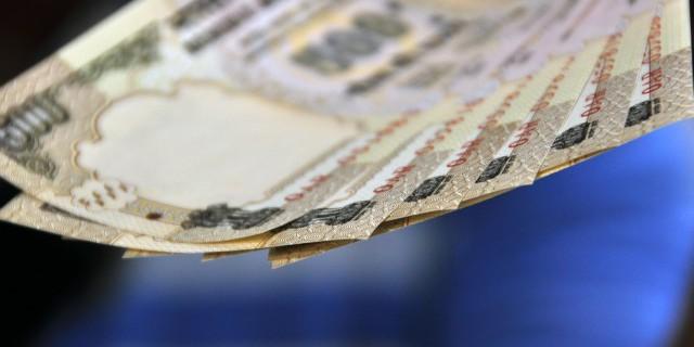 Индийская рупия обновила