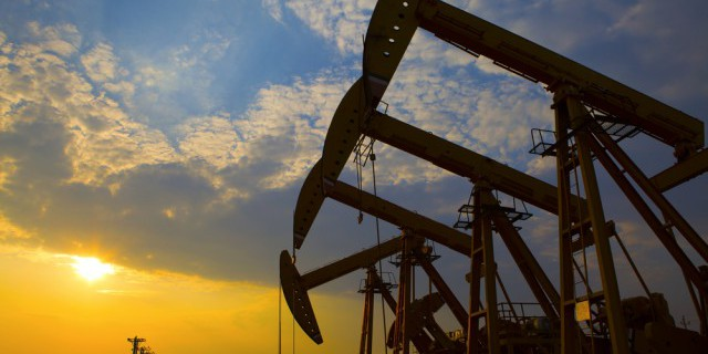 Цены на нефть снижаются.
