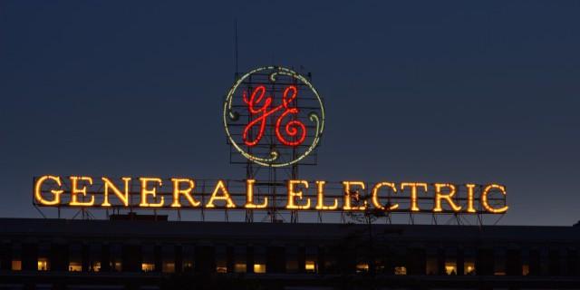 GE продает финансовый