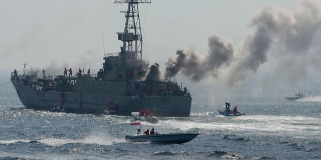 Иранские ВМС обстреляли