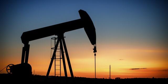Нефть дешевеет на фоне