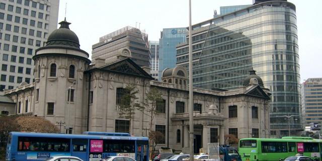 Банк Кореи ухудшил