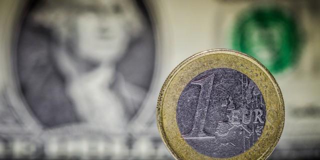 Евро ослаб на фоне