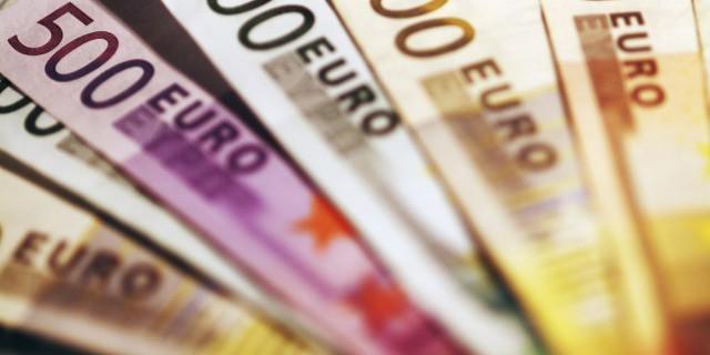 Евро стабилен к доллару