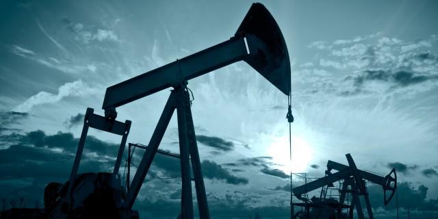 Цены на нефть падают на