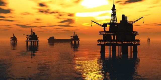 Нефть слабо дорожает.