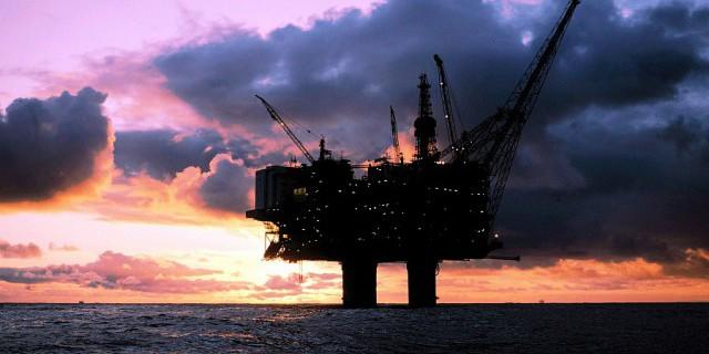 Нефть дешевеет на