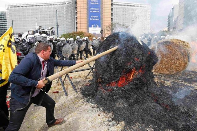 Центр Брюсселя осадили