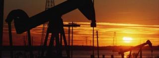 Нефть слабо дорожает