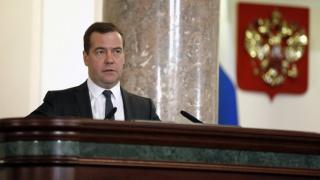 Медведев призвал пока не