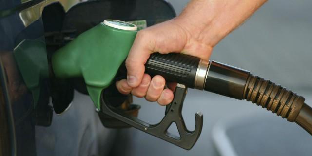 Помог ли дешевый бензин
