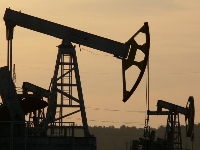 Нефть торгуется в районе