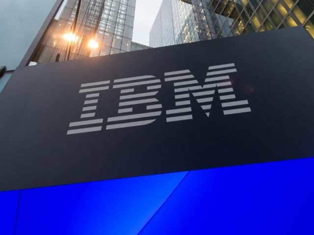 Выручка IBM продолжает
