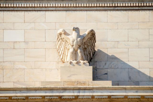 Политика ФРС привела к