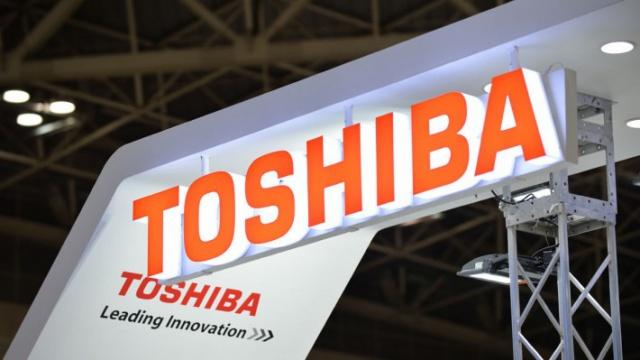 Акции Toshiba упали на