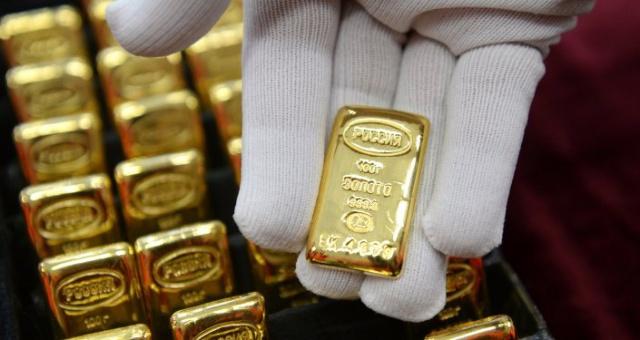 Золото показало