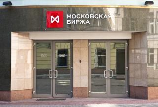 Рубль немного снизился