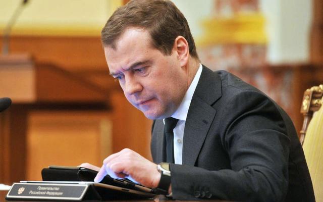 Медведев обошел