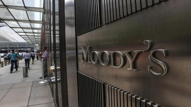 Moody #39;s ухудшило