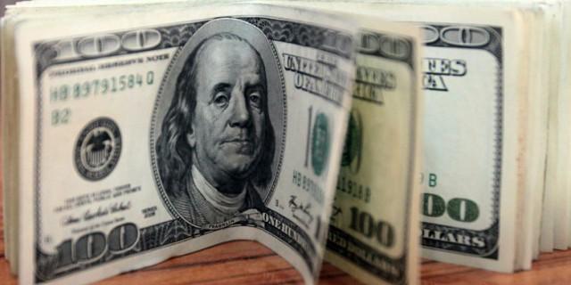 Доллар мешает