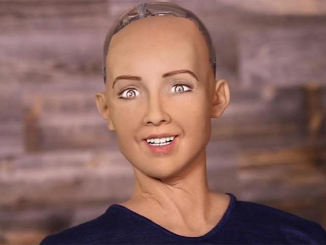 Девушка-робот София