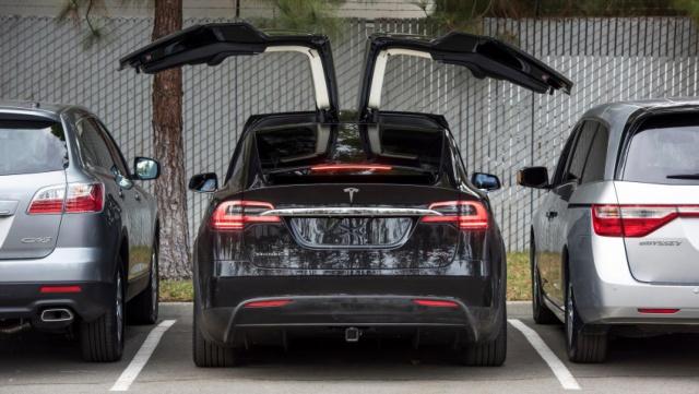 Tesla Motors отзывает