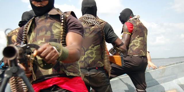 Нефтяные пираты стоят