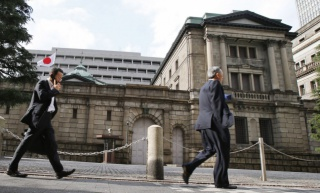 Банк Японии распродает