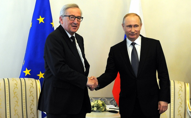 Путин обсудил с Юнкером