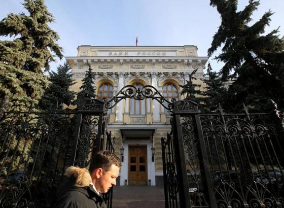 Рубль присматривается к