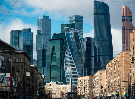 Рубль завершает неделю