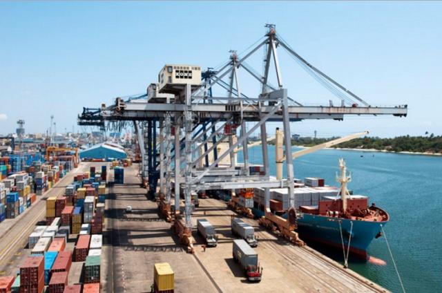 Китай сократил экспорт и