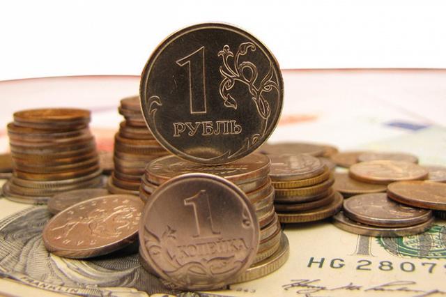 Рубль снизился при