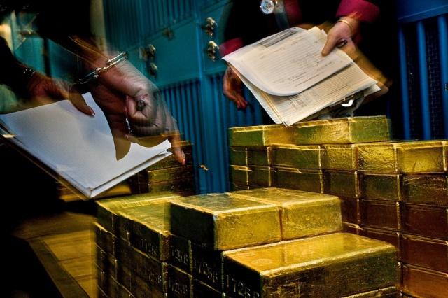 ЦБ мира изымают золото