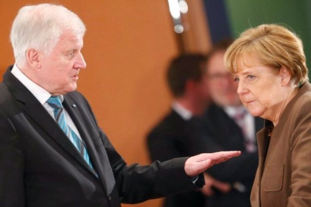 Зеехофер призвал Меркель