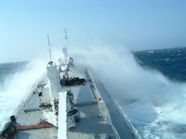Нефть ждет  quot;у моря